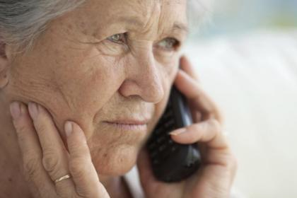 Renal patient on phone with contacts.